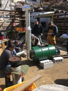 松村式改良型ドラム缶炭窯製作中