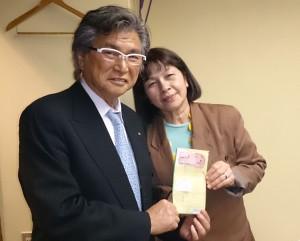 澤田先生(左)とロタ島出身のカーニーさん(右)