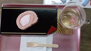 サクラロールと桜茶