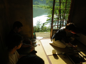 What a nice view!静かな湖畔のお茶室です。
