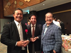 左からフリッツミクロネシア連邦駐日大使と小林泉教授