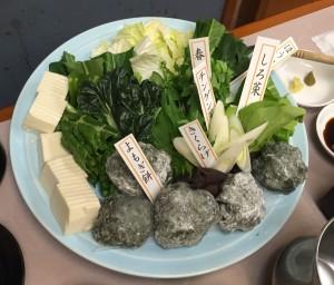 前菜のあと、奈良の春野菜としゃぶしゃぶ(つきたてのヨモギもちは大好評!)鍋の締めはラーメンでした。