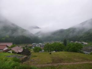 「楽居庵」ベランダから眺めるのどかな里山風景