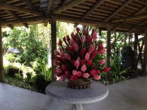 ホテル廊下の生け花